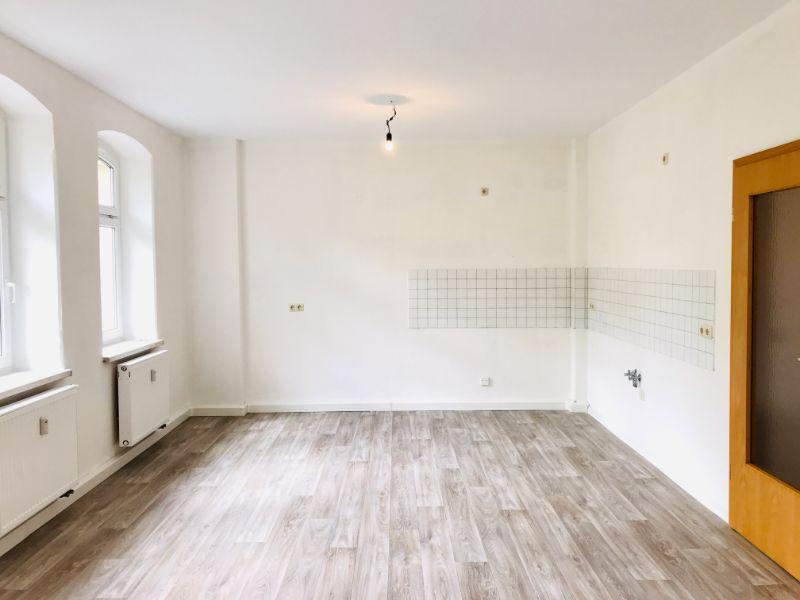 Brückenstraße 5, Freital-Deuben, Wohnzimmer mit Blick zur Küche
