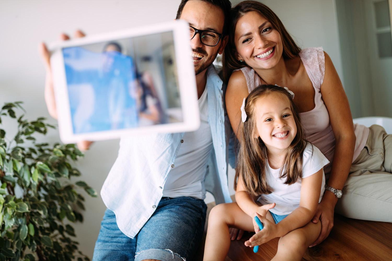 Familie fühlt sich Zuhause in Freital, Foto Adobe Stock