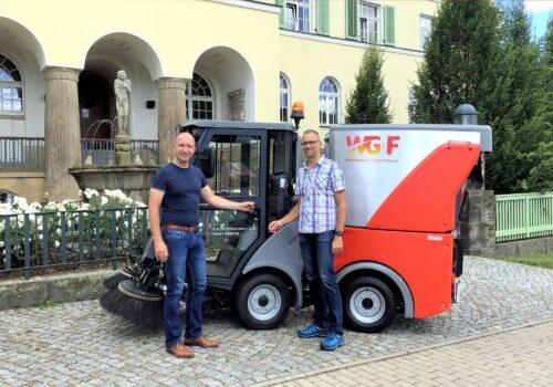 neue Kehrmaschine für den Hausservice der Wohnungsgesellschaft Freital, Foto: Wohnungsgesellschaft Freital mbH